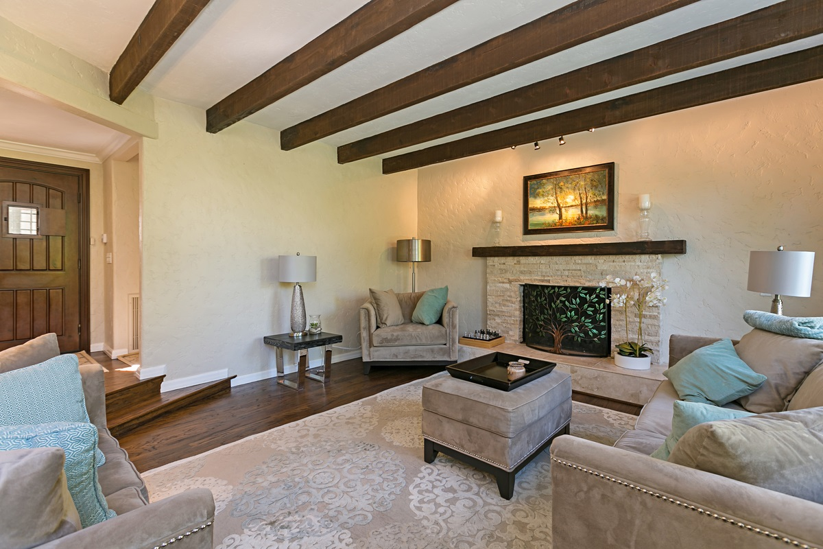 Sold 2018 Laura Represented Seller -  Rancho Santa Fe , CA 92067