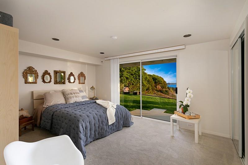 925 Havenhurst Drive -  La Jolla, CA 92037