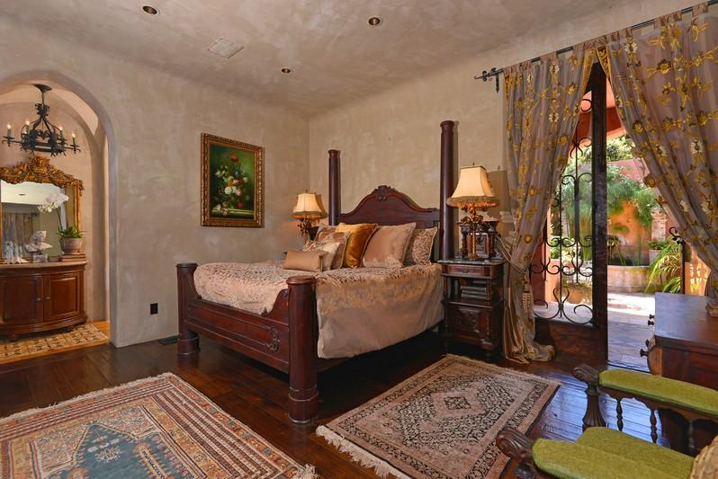 7604 Country Club Drive -  La Jolla, CA 92037