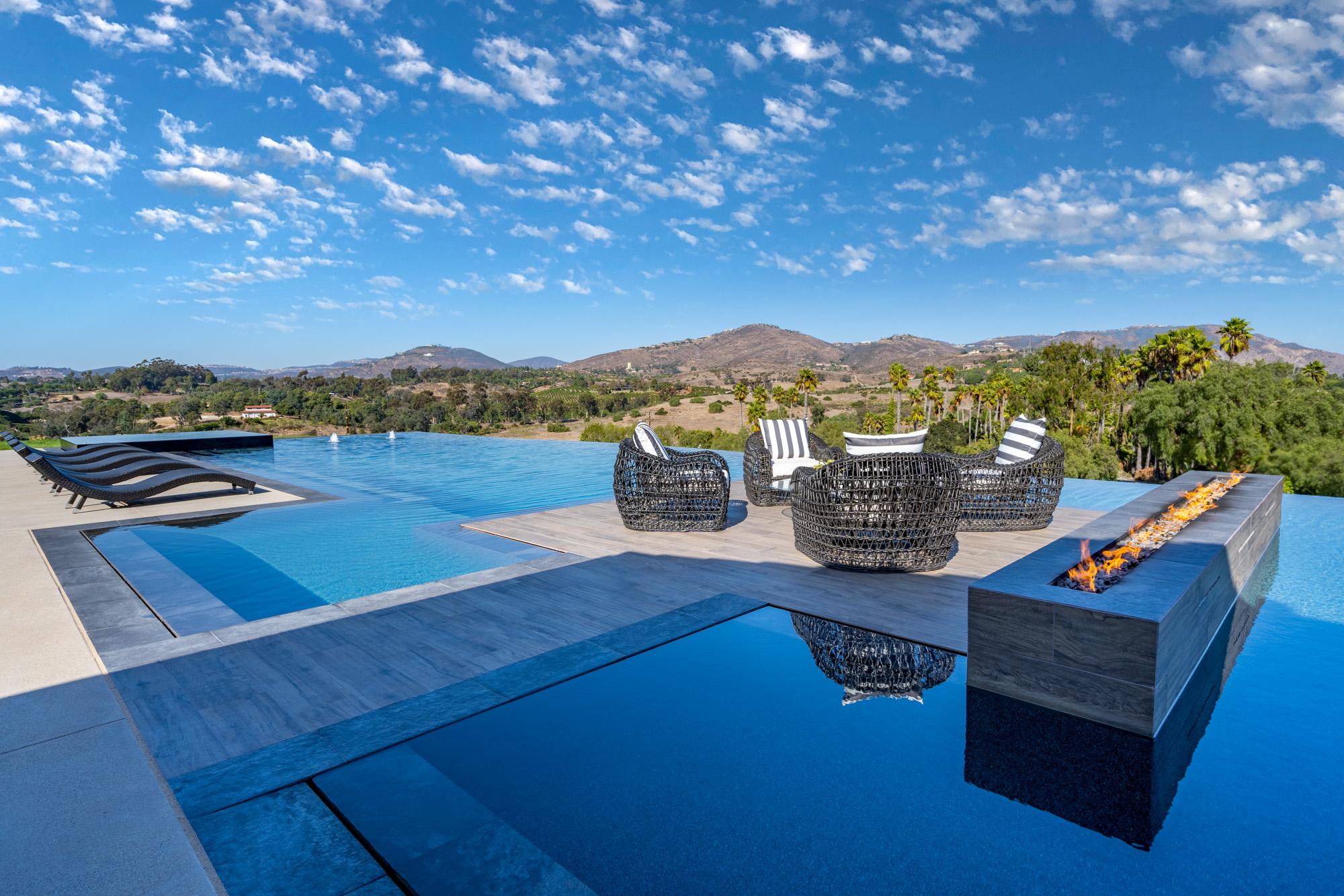 17553 El Vuelo -  Rancho Santa Fe, CA 92067