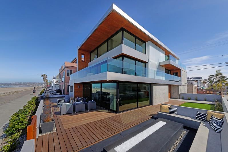 702 Jersey Court / Ocean Front Walk -  San Diego, CA 92109