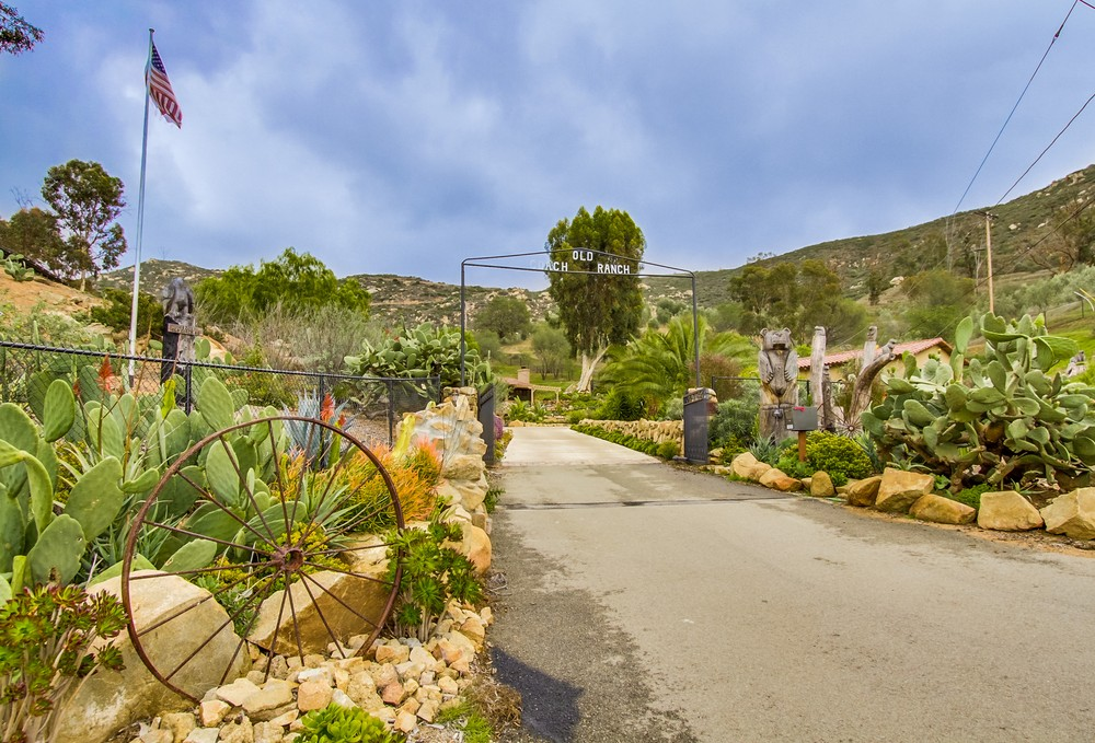 18201 Old Coach Road -  Poway, CA 92064