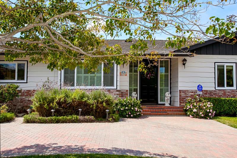 2333 Avenida De La Playa -  La Jolla, CA 92037