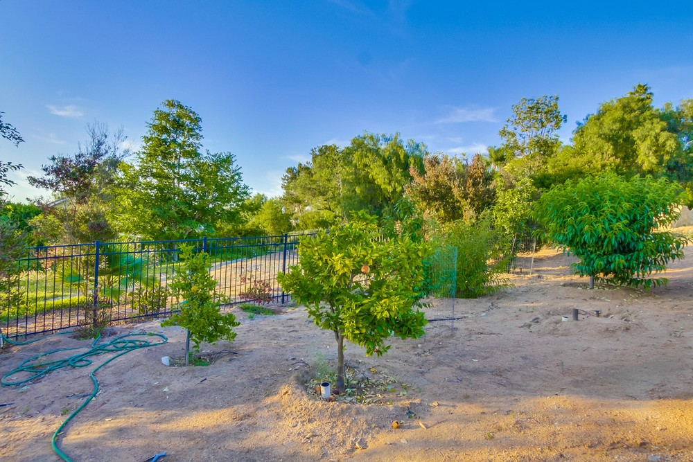 16085 Country Day Road -  Poway, CA 92064